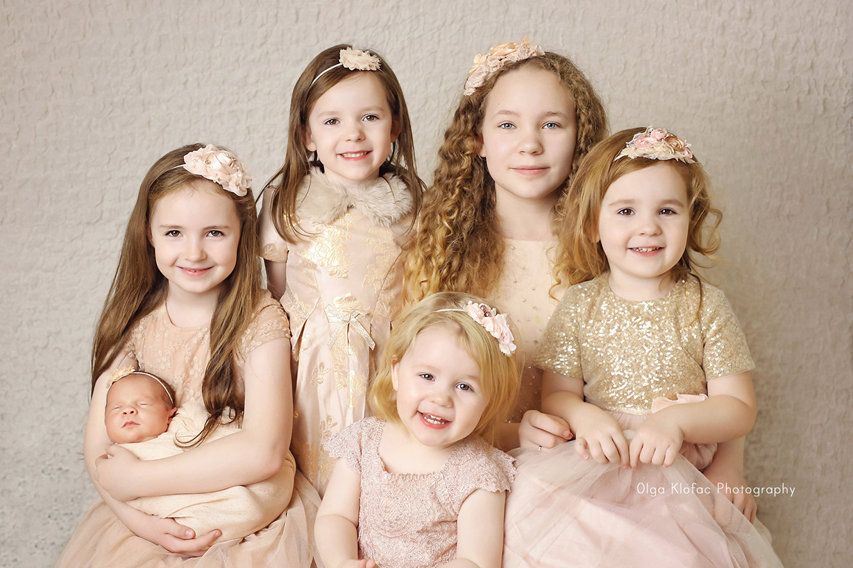 family photo of six sisters photographed by Olga Klofac Photography Mayo
