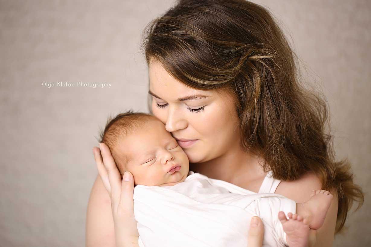 portrait of mum cuddling her newborn baby taken by Olga Klofac Photography Mayo